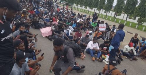 Abuja #EndSARS protesters storm Force HQ, demand to see IGP